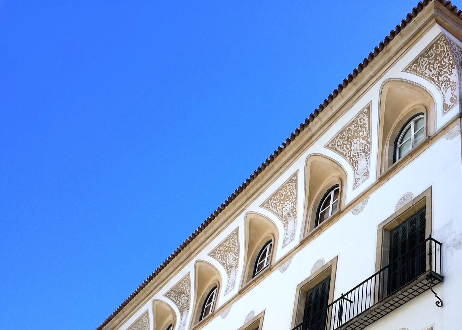 Jerez  |  Postcard from Andalucía: Jerez + Carmona  on afeathery*nest  |  http://afeatherynest.com
