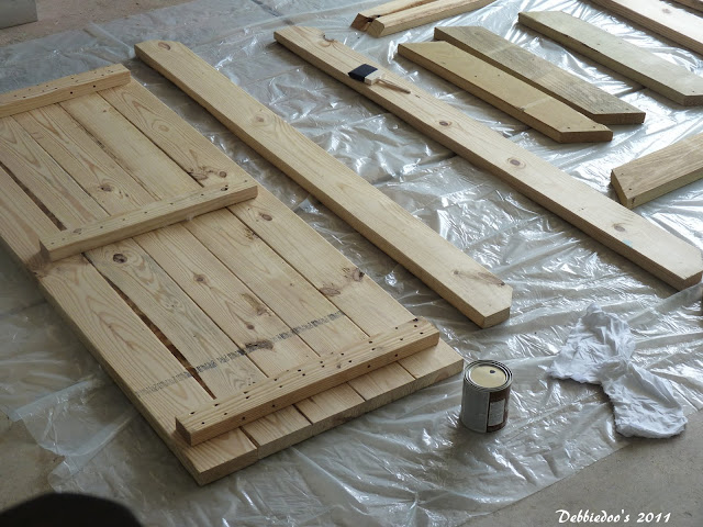 P1080849 Good ole fashioned wood picnic table!