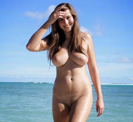 crack-nude-babes-walking-on-beach-upskirt