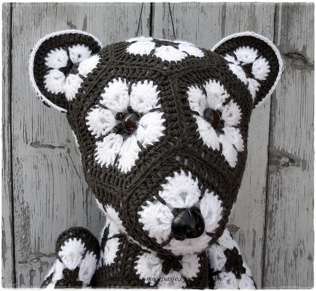 Miś, a może jednak niedźwiedż - african flowers.