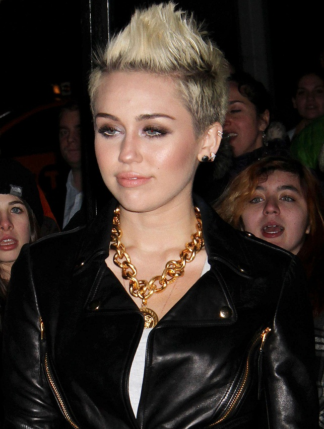 Miley Cyrus - Celebrity Necklace Trends