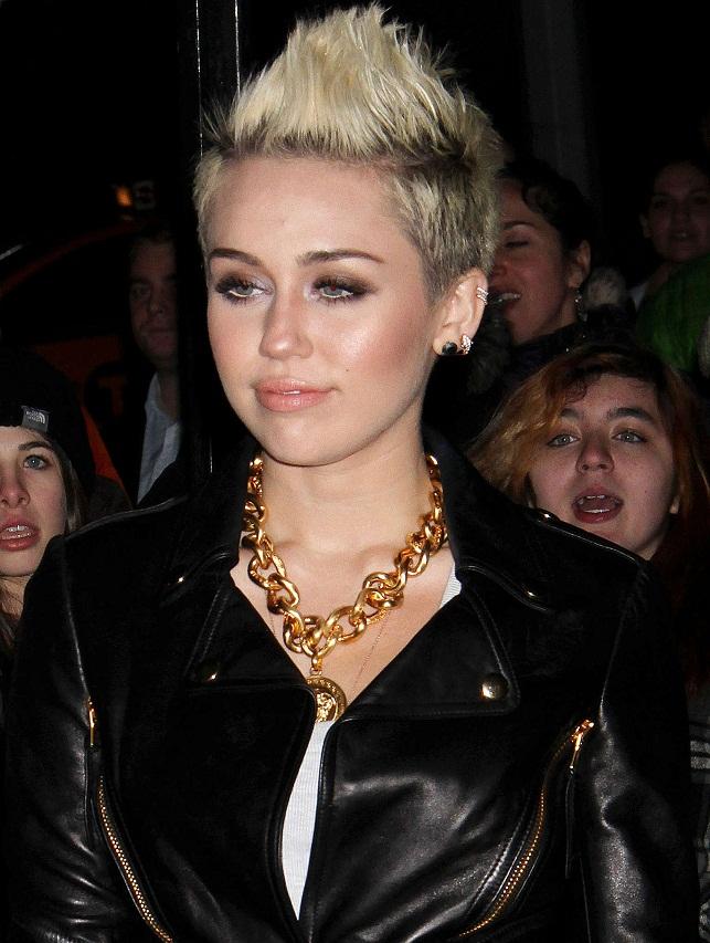 Miley Cyrus - Celebrity Necklace Trends