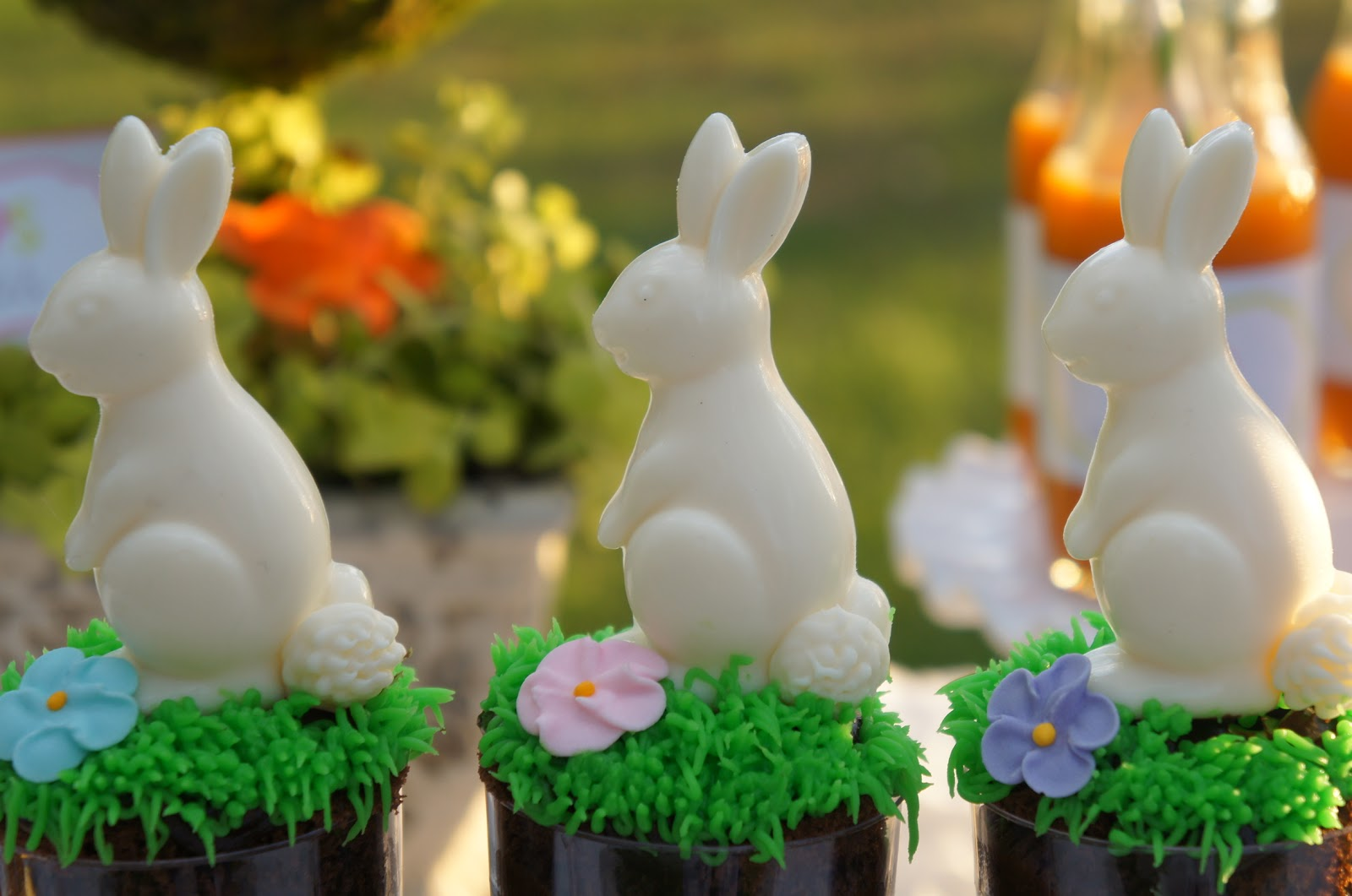 Hop on over easter party real parties i 39 ve styled amy for Easter garden designs