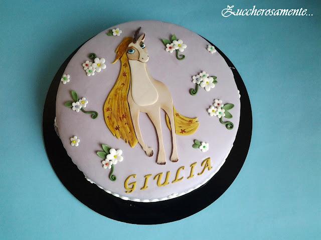 Zuccherosamente torta con l unicorno in pasta di zucchero