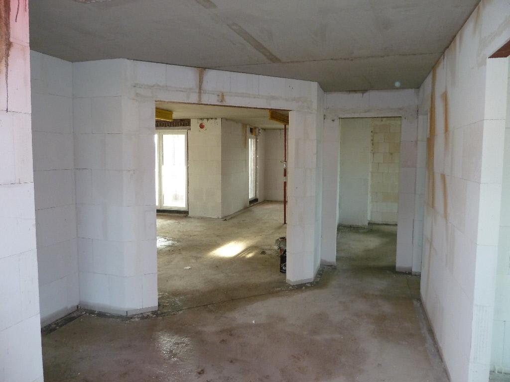 unser traum vom bungalow der rohbau bekommt bereits fenster. Black Bedroom Furniture Sets. Home Design Ideas