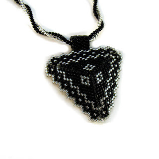beaded jewerly beaders beadweaving triangle
