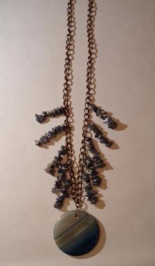 Collar con agatha y escallas de laspilazuli