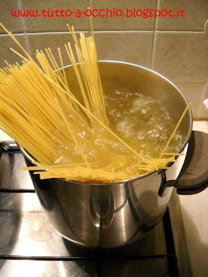Spaghetti 'spicy' con sarde, pomodori e peperoncino