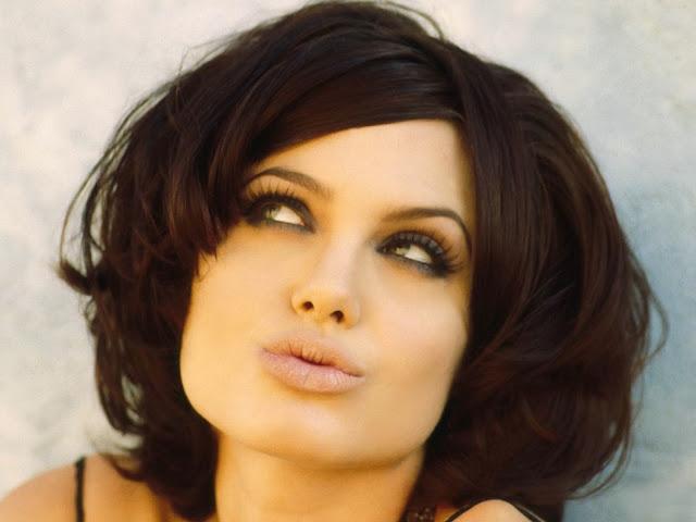 Анджелина Джоли с необычной причёской
