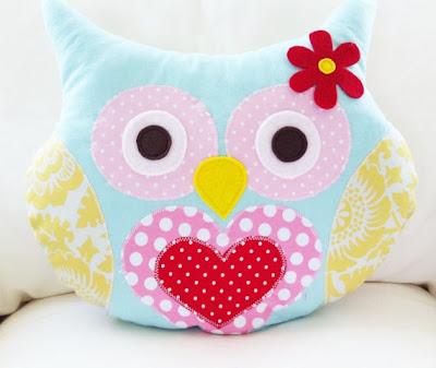 almofada de coruja em patchwork