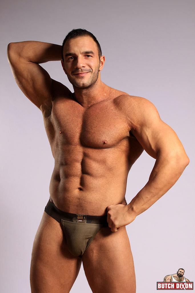 Leon fala gay naked