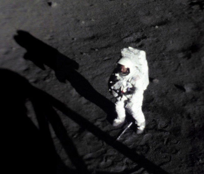 neil armstrong on the moon 1969 - photo #17