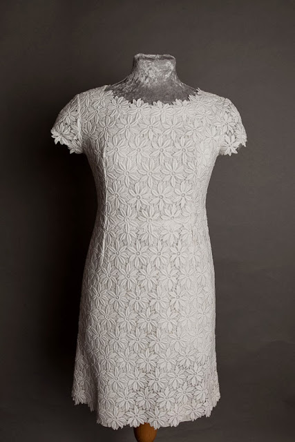 Cotton lace mini 1960s vintage wedding dress, bodice and 'daisy' lace neckline, c HVB vintage wedding blog 2013