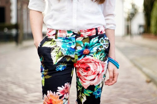 pantaloni a fiori floral pants floral trousers come abbinare i pantaloni a fiori abbinamenti pantaloni a fiori come indossare i pantaloni a fiori  pantaloni a fiori street style floral pants street style how towear floral pants fashion blogger italiane milano