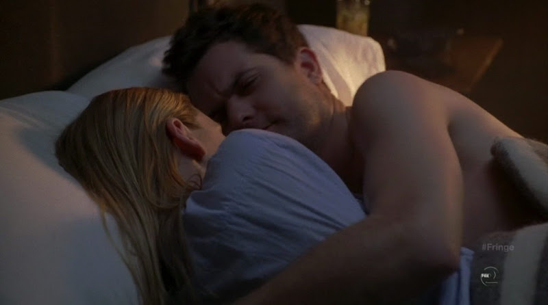 Joshua Jackson Shirtless on Fringe s3e20