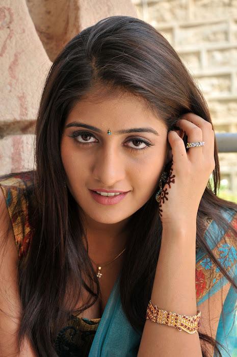 anisha singh from ayyare movie, anisha actress pics