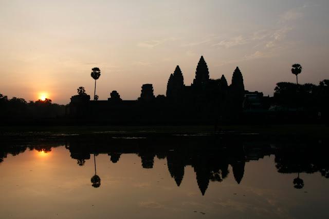 Amanecer en el templo de Angkor Wat, Siem Reap.