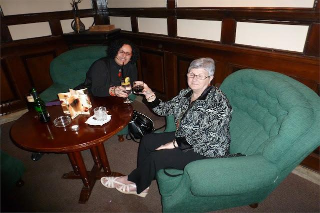 Una última copa en el pub del hotel - Braşov