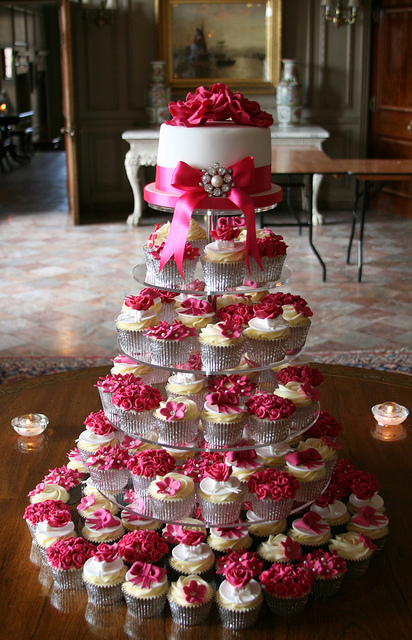 wedding cakes pictures pink wedding cupcakes
