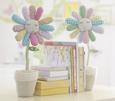 aparador de livro - vasinho de flor em tecido