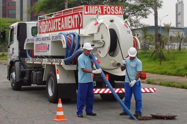 Caminhão com hidrojateamento