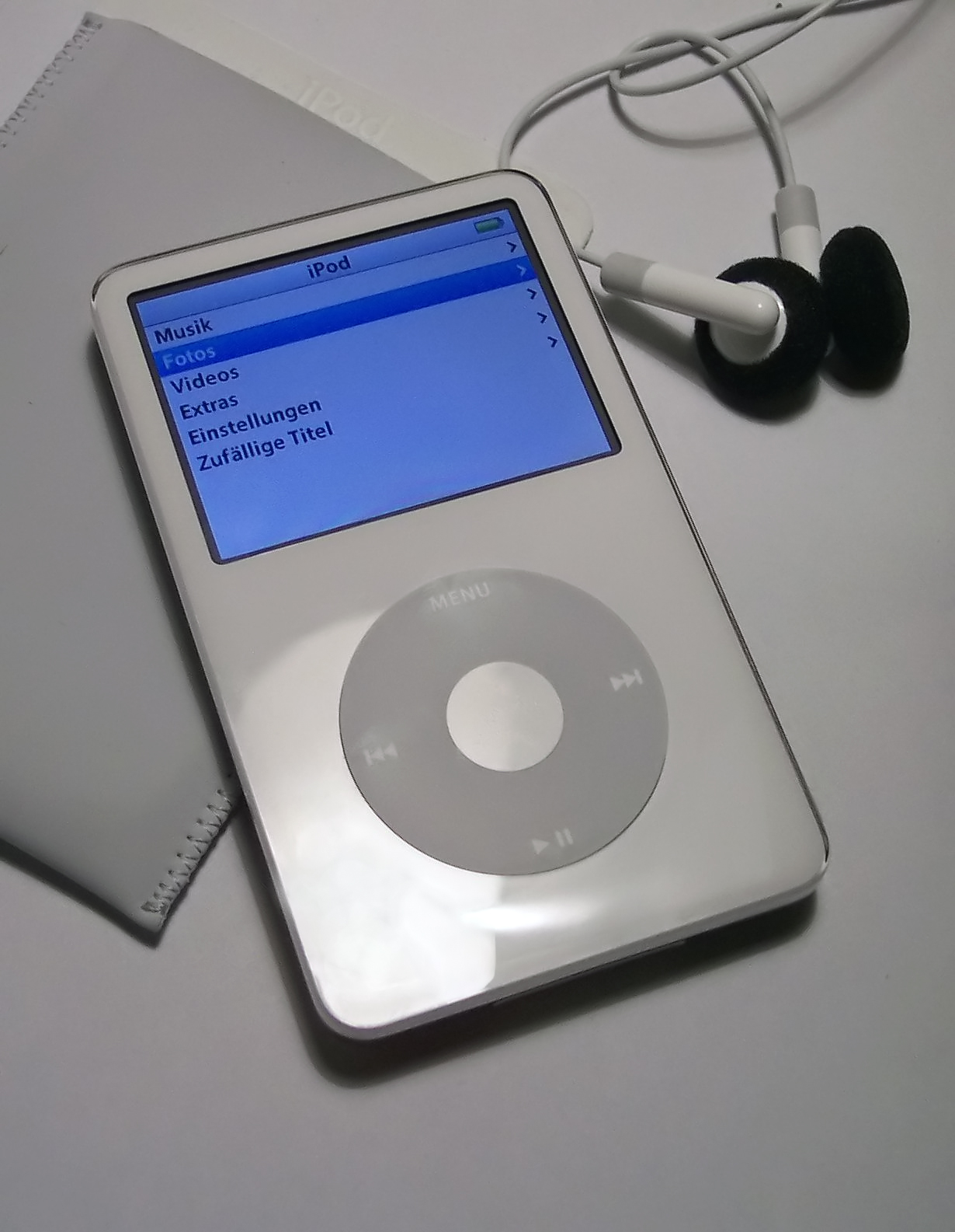 http://1.bp.blogspot.com/-fsmlt_jRLwk/Tc33XiefbRI/AAAAAAAAAsI/LLA-btRTI-M/s1600/iPod-iPod%2Btouch%2Bis%2Ban%2BiPod%2Bwith%2Ba%2Bhigh-resolution%2Bdisplay.jpg
