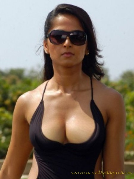 Anushka  Very Hot And Y Actress From South Indian Film Industry