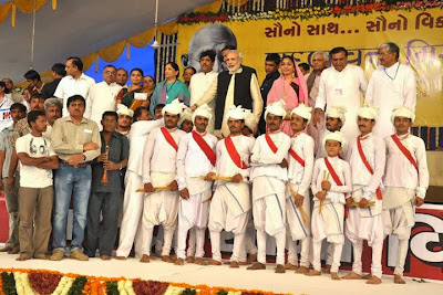 maher team with narendra modi