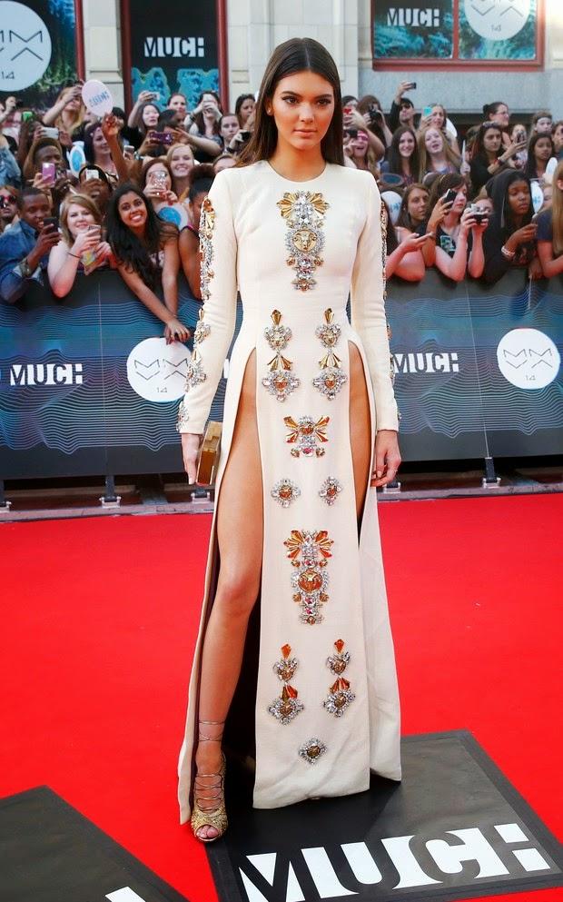 Kendall usa vestido ousado durante o MuchMusic Video Awards