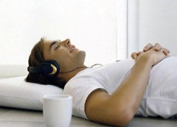 bintancenter.blogspot.com - Bahaya Tidur Dengan TV Menyala atau Sambil Mendengarkan Musik