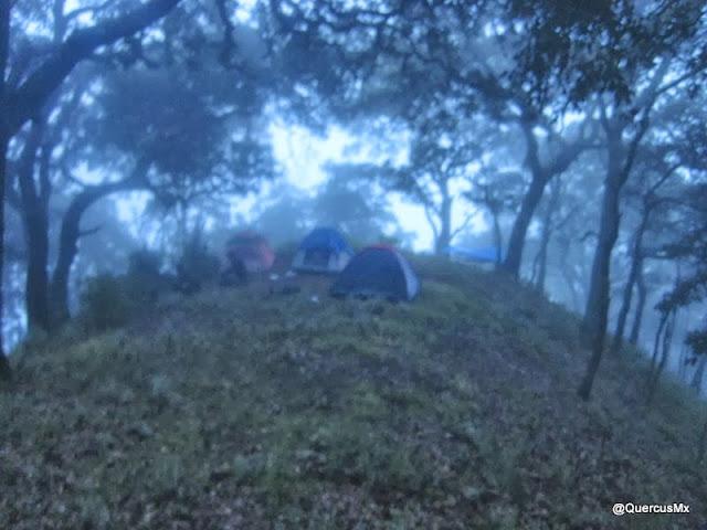 Campamento en el Cerro Grande de Ameca, a 400 metros del Picacho de la Cruz