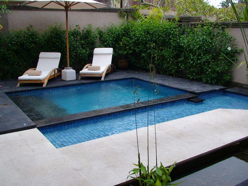 omg bersantai di tepi kolam renang dalam bikini 4