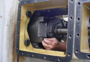 Thao tác xiết mở đai ốc với cờ lê thủy lực đầu hở JN series