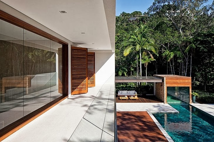 Balcony in Contemporary Iporanga House by Patricia Bergantin Arquitetura