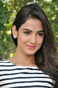 sonal chauhan latest glam pics-thumbnail-5