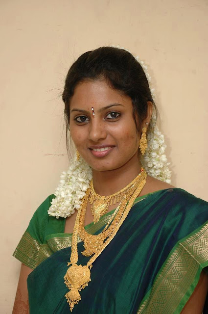 Homely Tamil Nadu girl celebrating her birthday and wearing gold necklace gifted by her friend