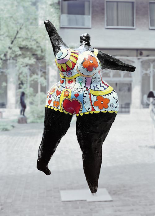 Mine d 39 art hommage un artiste niki de saint phalle - Les nanas de niki de saint phalle ...