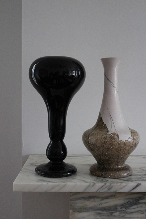 wardens art glass two vases sunday antique market toronto canada st.lawrence marble fireplace objects