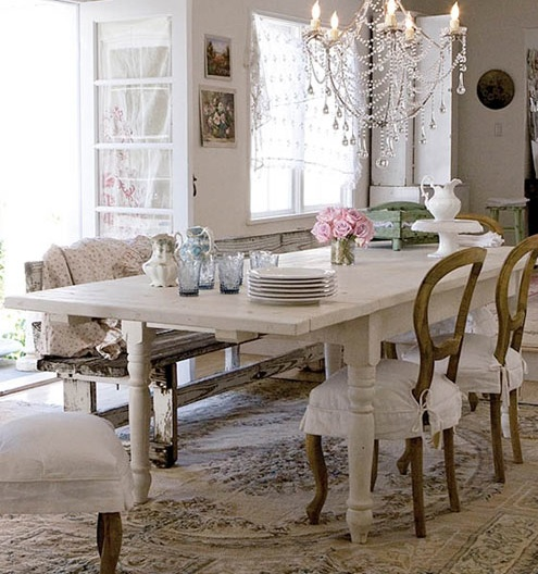 Natural modern interiors how to decorate the shabby for Shabby chic dining table decor