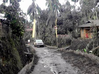 soputan vulcanic ash covered the village