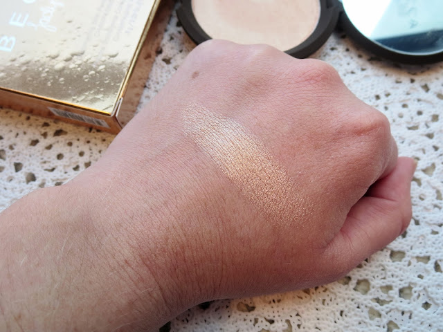 a picture of Becca x Jaclyn Hill Shimmering Skin Perfector (Champagne Pop), swatch