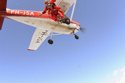 St. Peter-Ording: Fotos eines Tandem-Fallschirmabsprunges über dem ordinger Strand 13