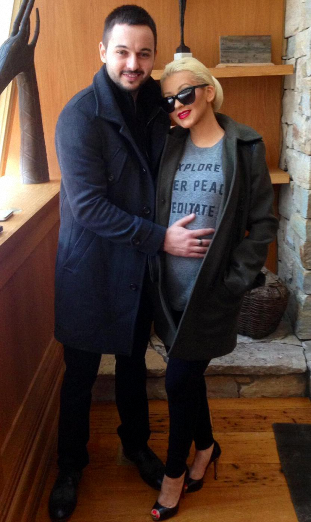 Christina Aguilera embarazada publica imagen junto a pareja