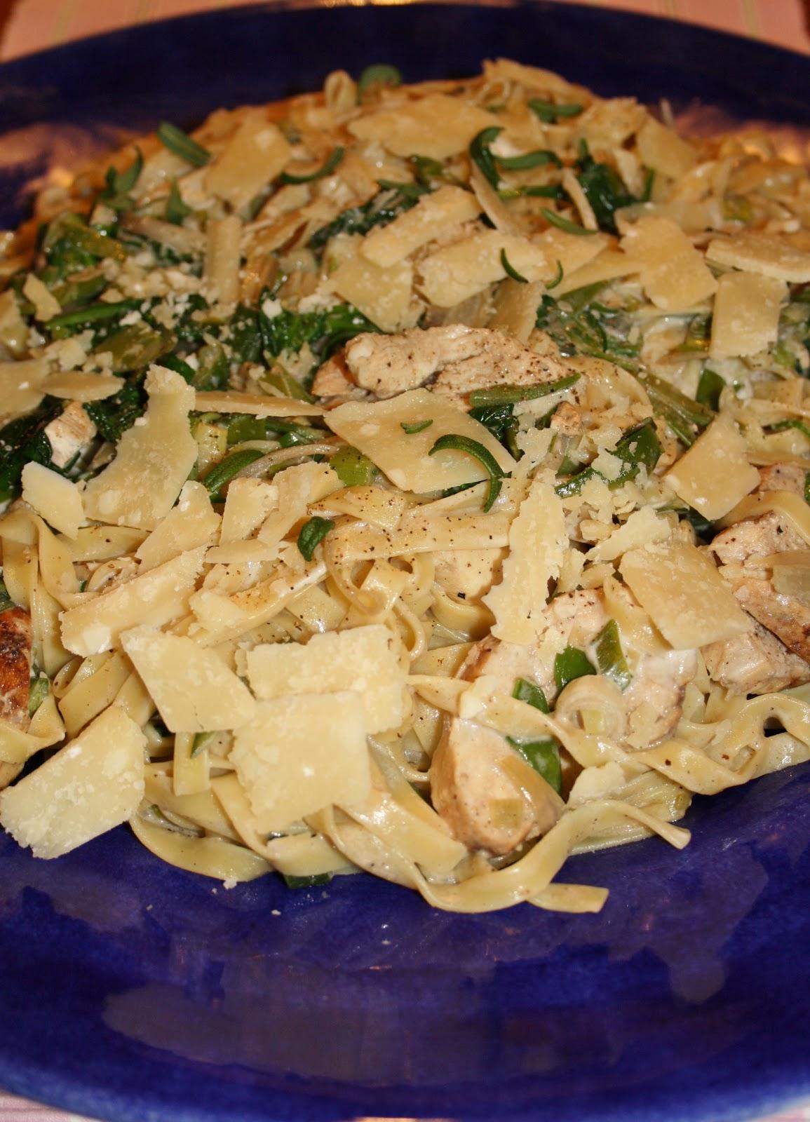 krämig pasta med kyckling och grönt