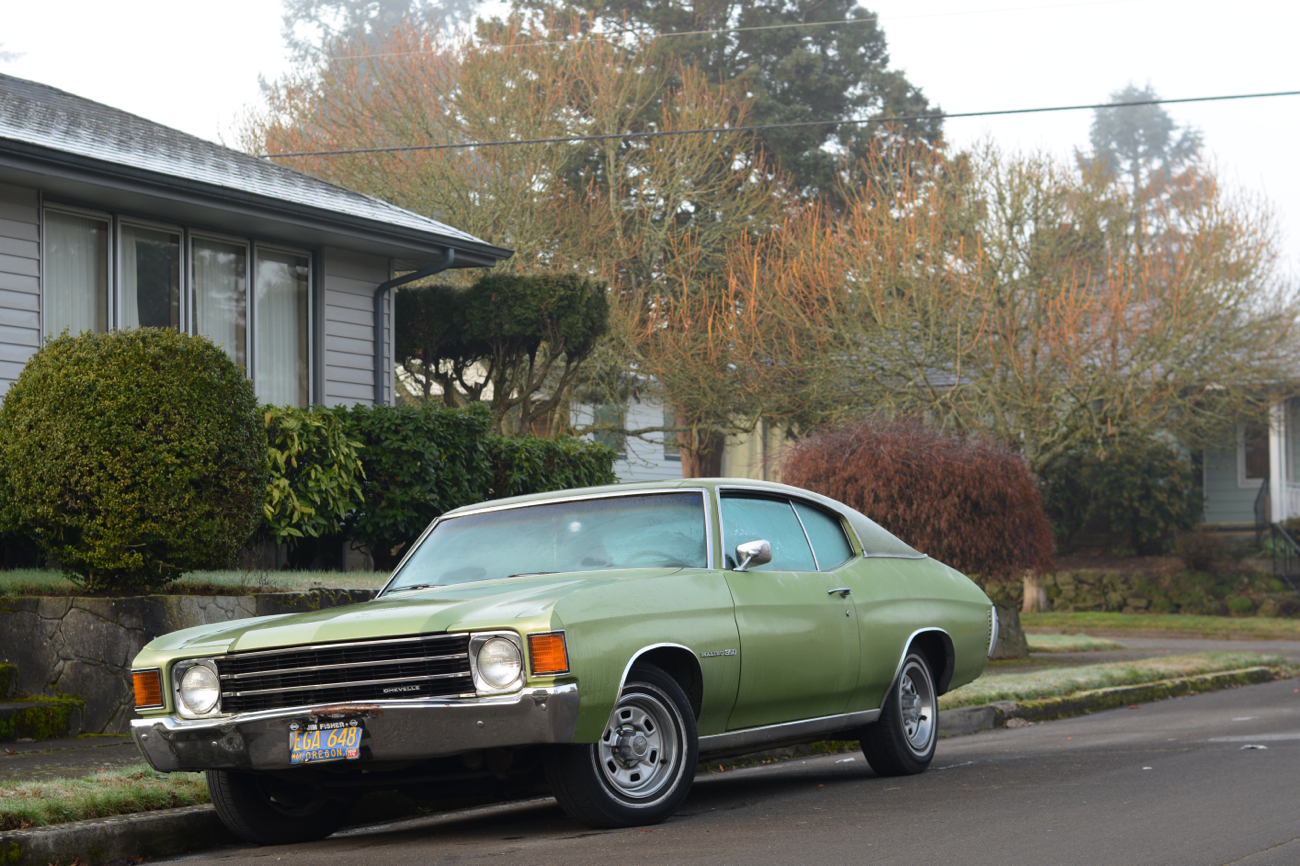 OLD PARKED CARS.: 1972 Chevrolet Chevelle Malibu 350.