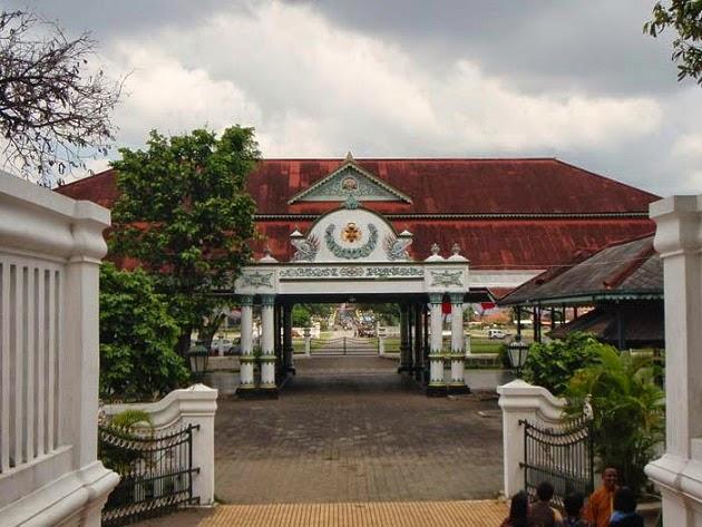 Bangunan Keraton Yogyakarta Dengan Simbol Islam