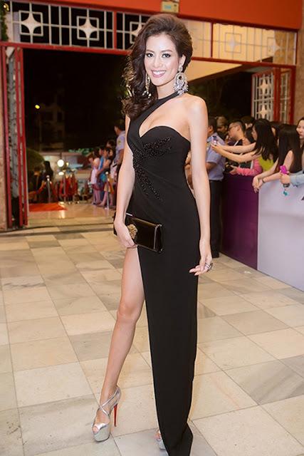 Người mẫu Như Vân cũng chọn váy xẻ cao để giúp mình trở nên gợi cảm hơn khi góp mặt trên thảm đỏ.