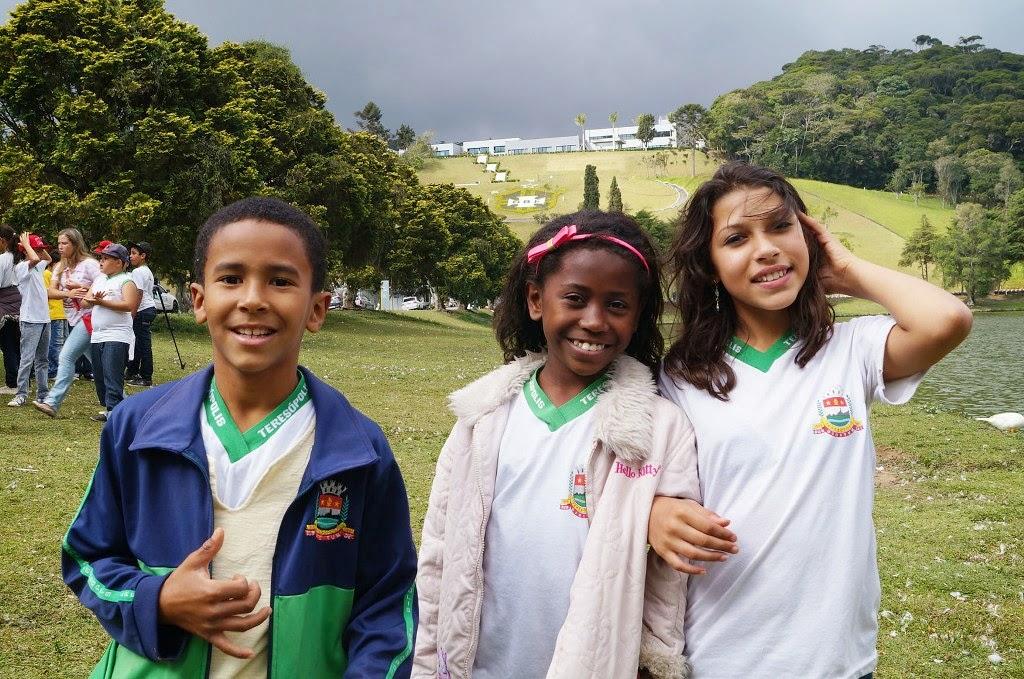 Os alunos Alisson de Carvalho, Alana Rocha e Kailane Amaral participaram do clipe e visitaram pela primeira vez a Granja Comary