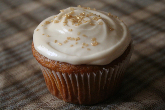Miss Make: Pumpkin Spice Cupcakes with Maple Cream Cheese Frosting