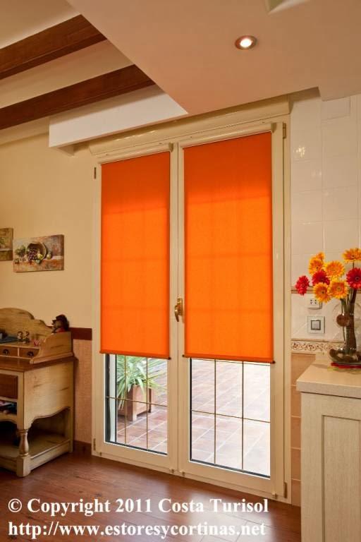 Decoracion interior cortinas verticales estores - Decoracion con estores ...